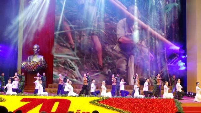 Tổng Bí thư: Máu đào đã nở hoa cho đất nước hôm nay! - 11