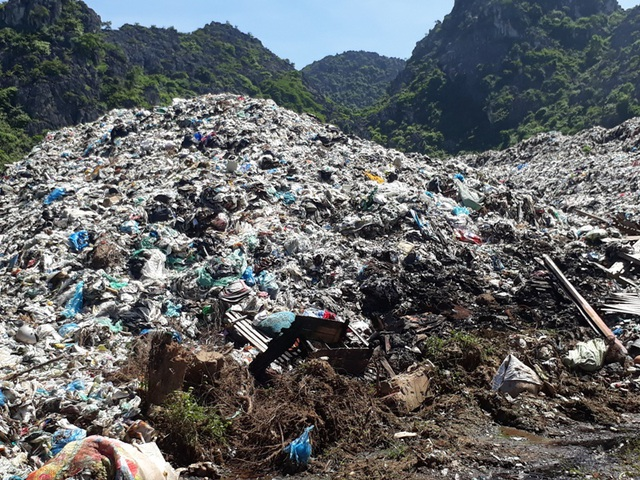 Bãi rác quá tải