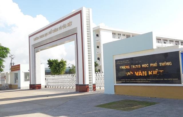 Hiện Sở GD-ĐT tỉnh Kiên Giang đã có thông báo đến ông Nguyễn Đình Chung, thời hạn cuối bàn giao công việc cho hiệu trưởng mới là 16/9.