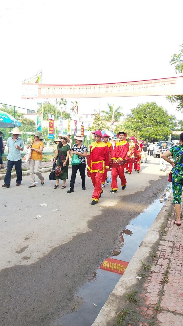 Khán đài đông nghịt người dự Lễ hội chọi trâu Đồ Sơn năm 2017 - 1