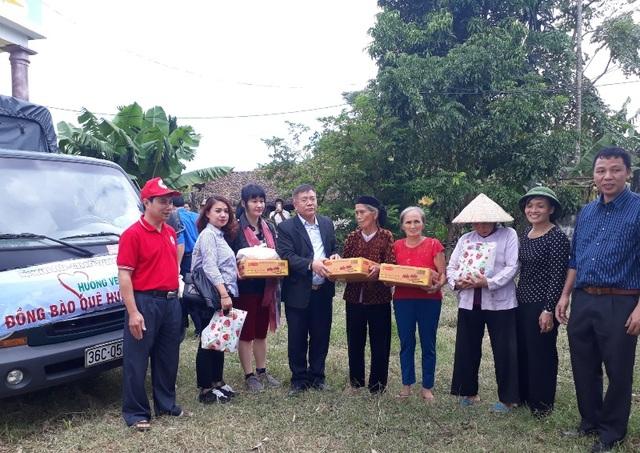 Theo đại diện Hội Doanh nhân Thanh Hóa tại Hà Nội thì đây là đợt trao quà khẩn cấp, thời gian tới sẽ tiếp tục triển khai các chương trình hỗ trợ bà con vùng lũ