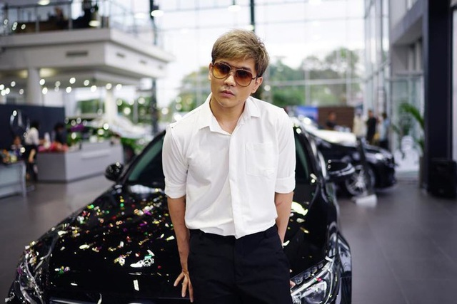 Cuộc sống của Tim và Trương Quỳnh Anh giữa những ồn ào về scandal tình cảm của Trương Quỳnh Anh vẫn bình thường. Nam ca sĩ còn khoe vừa tậu xe hơi đời mới.
