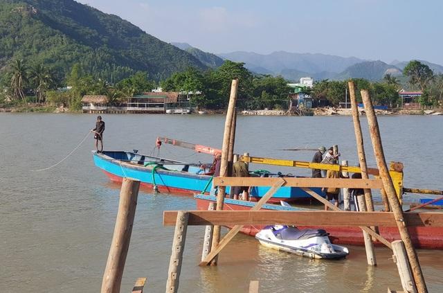 Khởi động làm cầu gỗ cho học sinh ở Nha Trang qua sông đi học - 2
