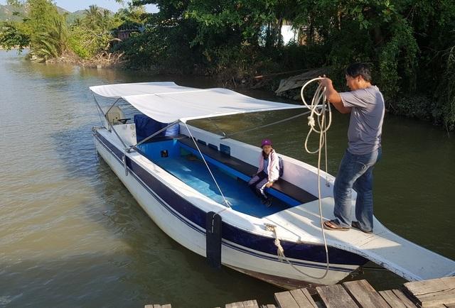 Khởi động làm cầu gỗ cho học sinh ở Nha Trang qua sông đi học - 4