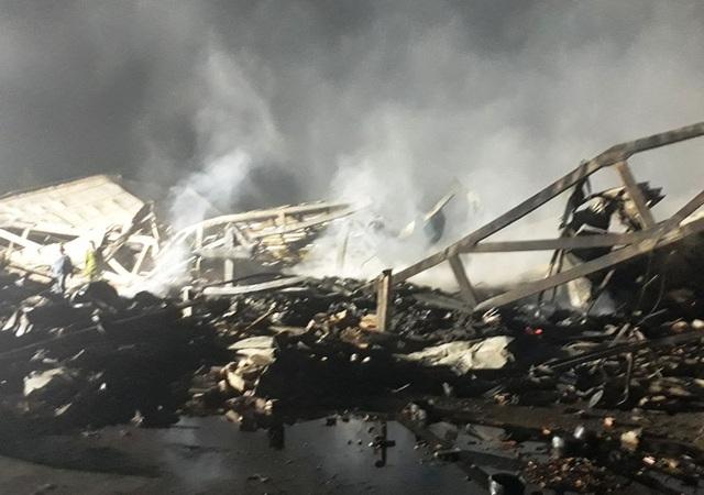 Cảnh tan hoang đổ nát sau vụ cháy
