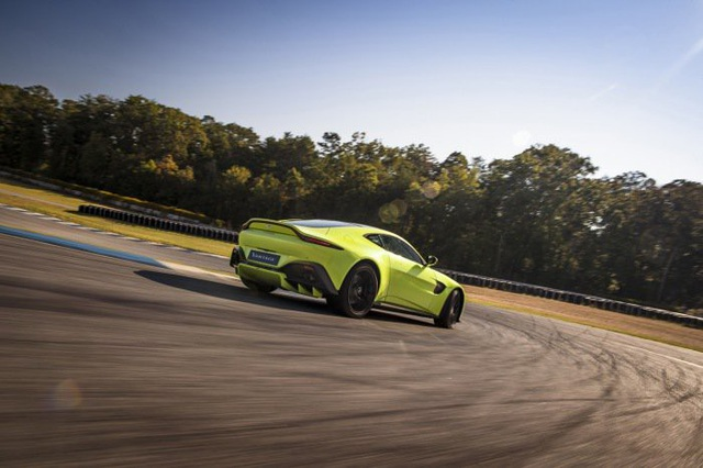 Aston Martin Vantage trở lại với động cơ AMG - 9