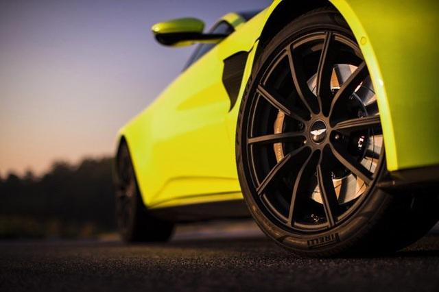 Aston Martin Vantage trở lại với động cơ AMG - 8