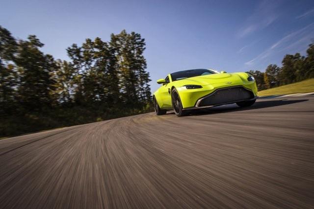 Aston Martin Vantage trở lại với động cơ AMG - 1