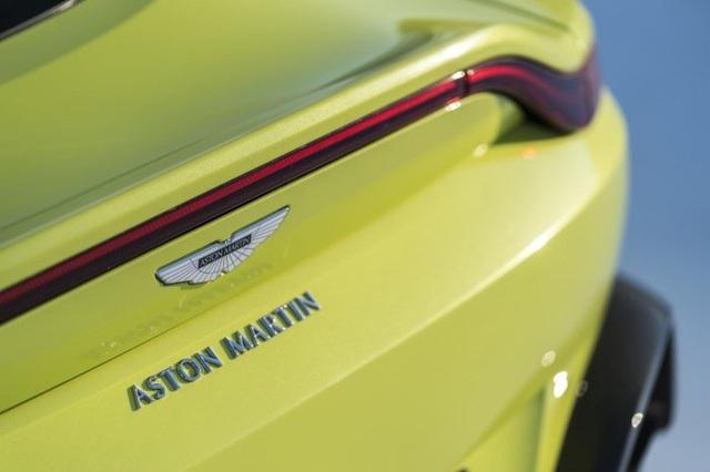 Aston Martin Vantage trở lại với động cơ AMG - 14