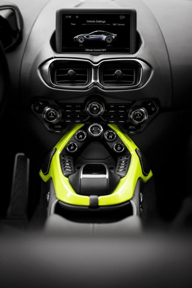 Aston Martin Vantage trở lại với động cơ AMG - 12