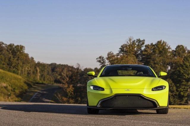 Aston Martin Vantage trở lại với động cơ AMG - 2