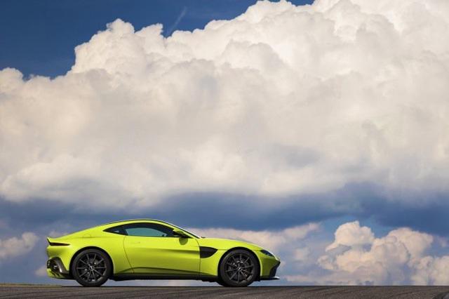 Aston Martin Vantage trở lại với động cơ AMG - 7