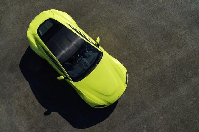 Aston Martin Vantage trở lại với động cơ AMG - 4