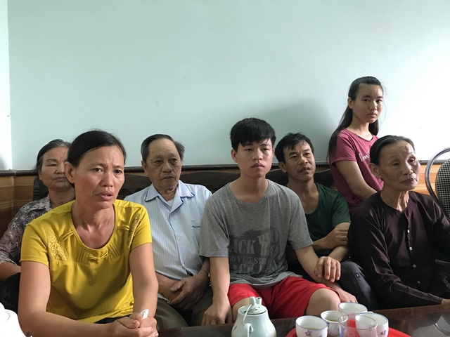 Gia đình thí sinh Kiên buồn bã về thông tin Kiên không được nộp hồ sơ xét tuyển vào Học viện Quân Y