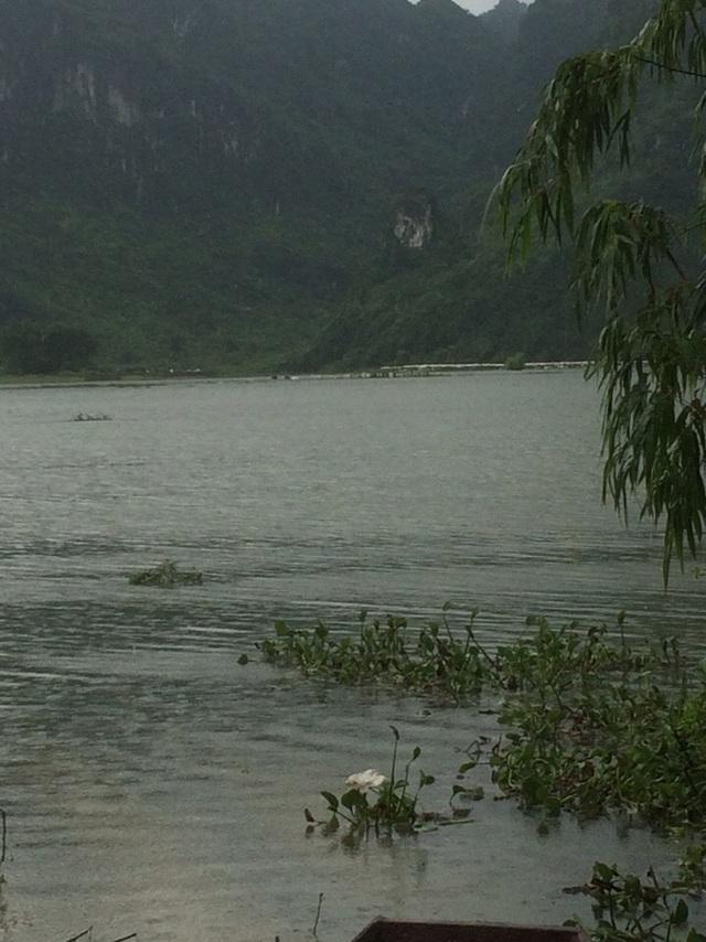 Khu vực nước ngập sâu, nơi xảy ra vụ tai nạn.
