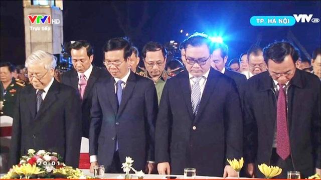 Tổng Bí thư Nguyễn Phú Trọng cùng lãnh đạo Đảng, Nhà nước mặc niệm các anh hùng liệt sỹ (Ảnh: Nguyễn Dương)