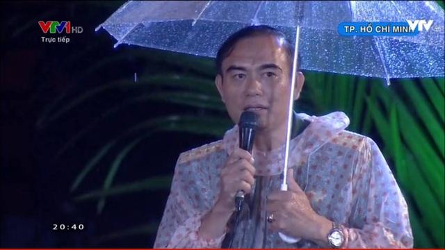 Đại tá Mai Xuân Chiến kể về hành trình tìm kiếm hài cốt liệt sĩ ở sân bay Tân Sơn Nhất. (Ảnh: Nguyễn Dương)