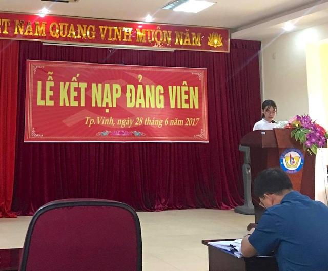 Cách đây hơn 1 tháng, Thu Trang vinh dự được kết nạp Đảng khi vừa tròn 18 tuổi.
