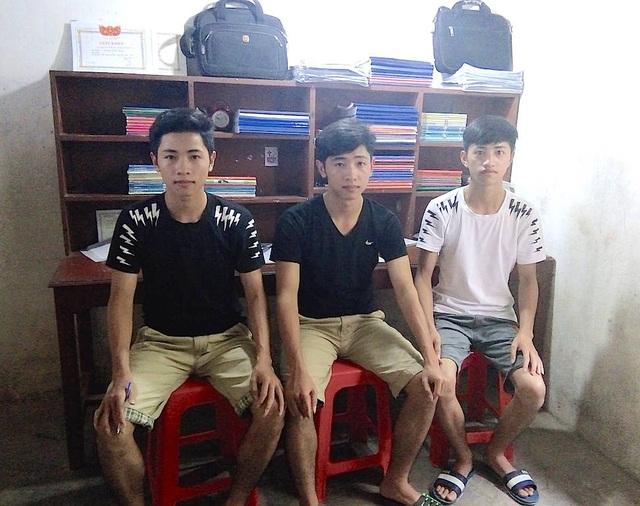 3 anh em Mạnh, Trọng và Vinh tâm sự: Chúng em đều mong được vào trường quân sự để đỡ chi phí học tập vì gia đình quá khó khăn.