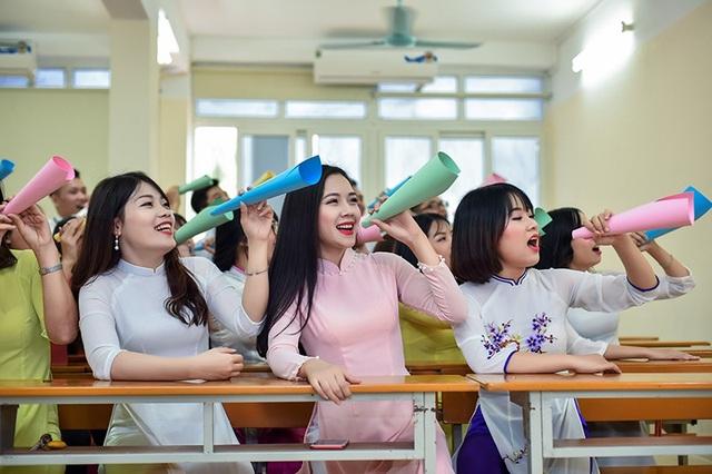 Trong thời gian là sinh viên, Trang đã tự mình trải nghiệm lĩnh vực kinh doanh. Cô có một của hàng thời trang mang tên chính mình tại quê nhà.
