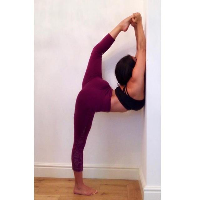 Casey Batchelor giờ rất đam mệ yoga, cô tập để giữ dáng và đang theo học các khóa huấn luyện để trở thành HLV Yoga chuyên nghiệp