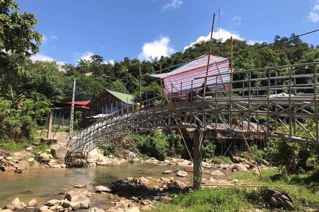 Cầu Dân trí thứ 13 bắc qua suối Chà Lạt. Con suối từng xảy ra nhiều vụ chết đuối vì lũ quét, lũ ống...