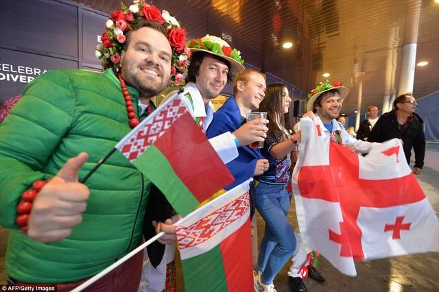 Hàng ngàn người đổ về Kiev - nơi diễn ra đêm chung kết cuộc thi hát Eurovision.