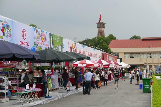 Hội Sách Hà Nội 2017 khai mạc sáng 22/9 tại Di sản Hoàng Thành Thăng Long. Đây là lần thứ tư hội sách được tổ chức, lần này mang chủ đề Sách và khởi nghiệp.