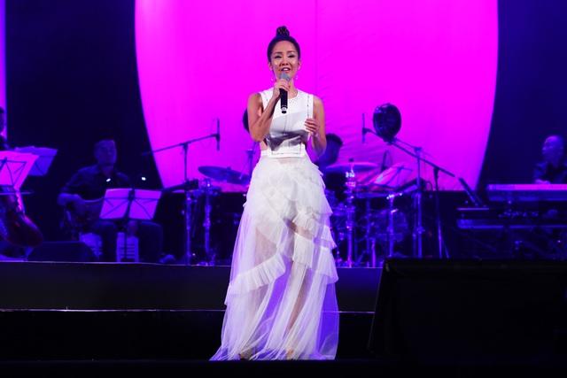 Hồng Nhung thể hiện ca khúc do chính mình sáng tác Giấc mơ tôi.