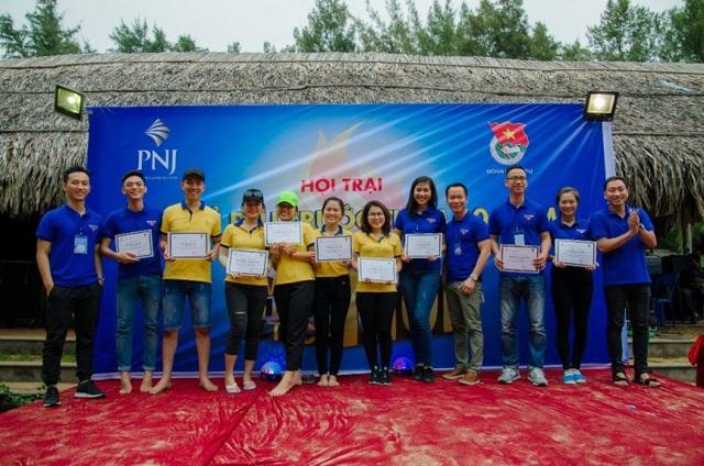 Khen thưởng đoàn viên, thanh niên có thành tích tốt, tích cực tham gia, xây dựng Đoàn vững mạnh