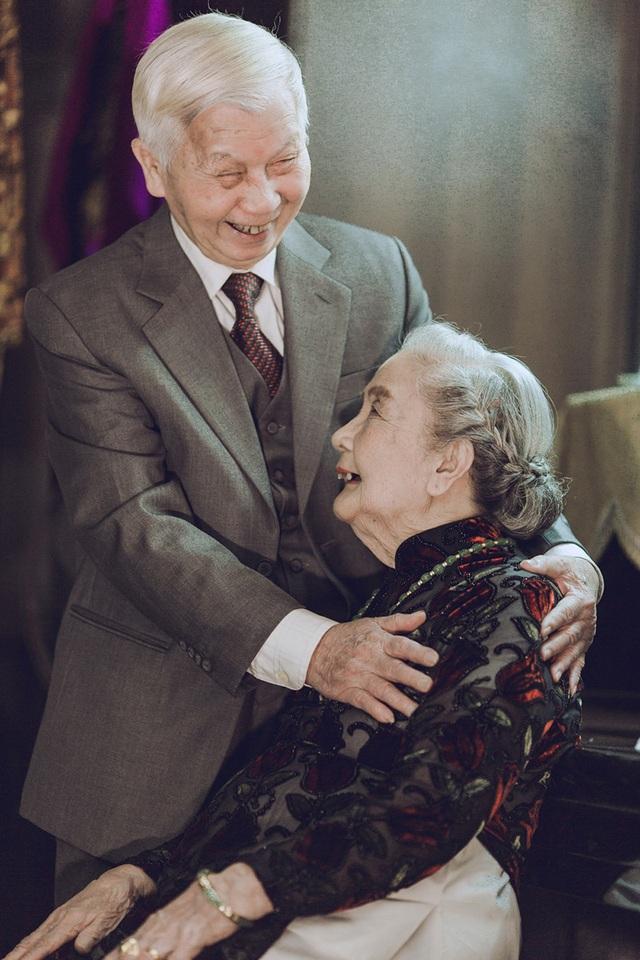 """Suốt hơn 70 năm ở bên nhau, hai ông bà luôn dành cho nhau sự tôn trọng mà các cụ hay nói rằng """"tương kính như tân""""."""