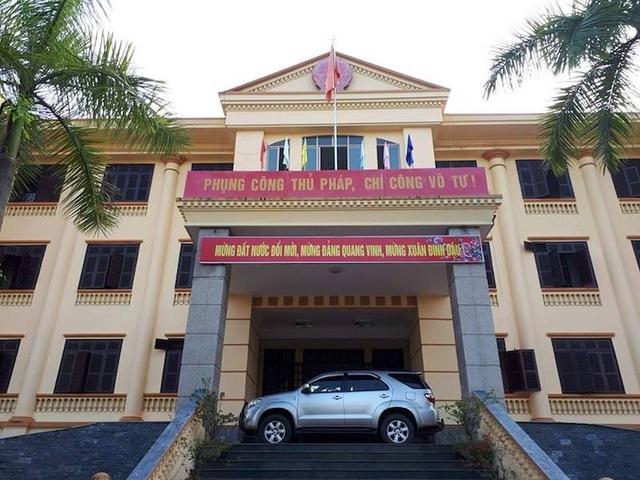 Cả 3 vụ kiện Chủ tịch tỉnh Lào Cai bất ngờ bị tạm đình chỉ, người dân phản ứng gay gắt - 1