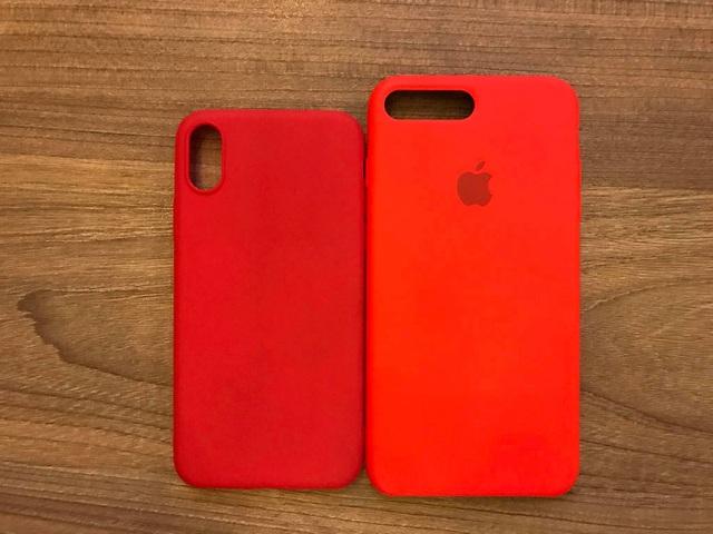 Bên cạnh iPhone 8, ốp lưng cho iPhone 8 cũng xuất hiện tại VN (bên trái), so kè với iPhone 7 Plus.