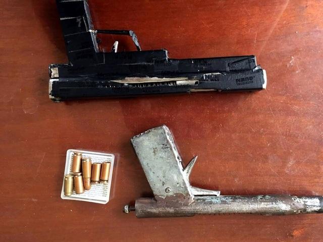 Đối tượng khai súng tự chế, đạn thì đi mua (ảnh công an cung cấp)
