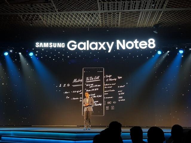 Đại diện Samsung Vina giới thiệu về bút S Pen