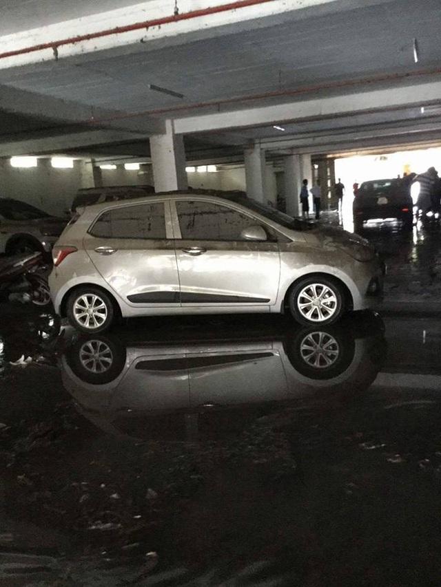 """Tầng hầm giữ xe biến thành """"biển nước"""" - 7"""
