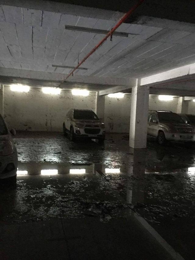 """Tầng hầm giữ xe biến thành """"biển nước"""" - 5"""