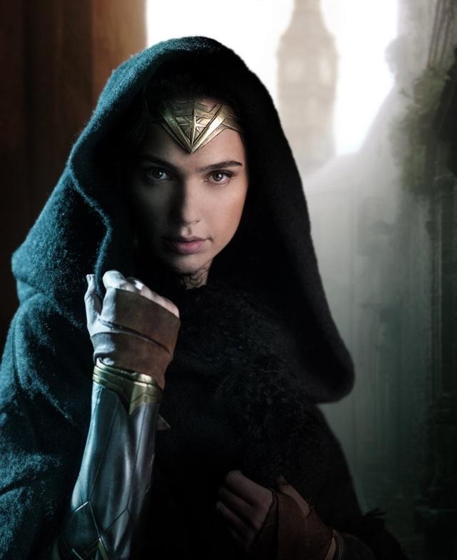 Gal Gadot chia sẻ rằng mặc dù bản thân cô là người thường xuyên luyện tập thể thao nhưng khi nhập vai Wonder Woman, đây vẫn là một thử thách lớn đòi hỏi cô phải luyện tập tích cực hơn nữa mới có thể đảm nhiệm.