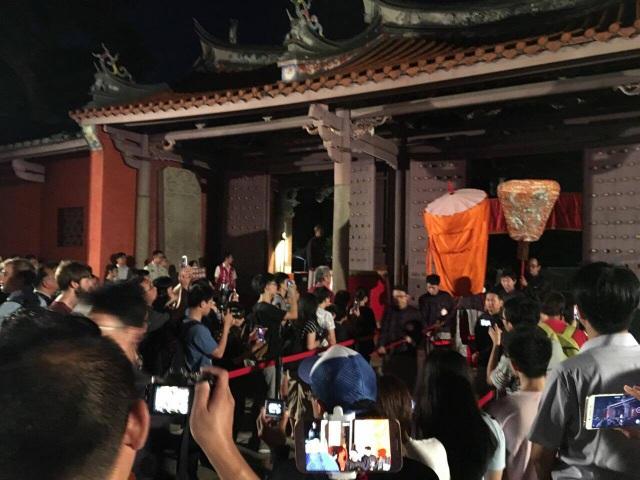 Đông đảo thầy giáo và người dân Đài Loan tới dự lễ ngày Hiến chương Nhà giáo trong lễ kỷ niệm ngày sinh của Khổng Tử