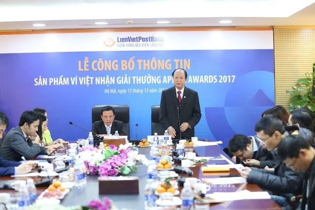 Ông Phạm Doãn Sơn - Phó Chủ tịch thường trực HĐQT kiêm Tổng Giám đốc LPB (bên trái) và ông Nguyễn Đình Thắng Phó Chủ tịch HĐQT (bên phải)