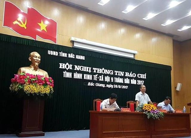 Phó chủ tịch thường trực UBND tỉnh Bắc Giang Lại Thanh Sơn chủ trì buổi làm việc hết sức thẳng thắn, cởi mở, chỉ đạo làm rõ tại chỗ nhiều vấn đề còn nổi cộm trên địa bàn tỉnh Bắc Giang thời gian qua.