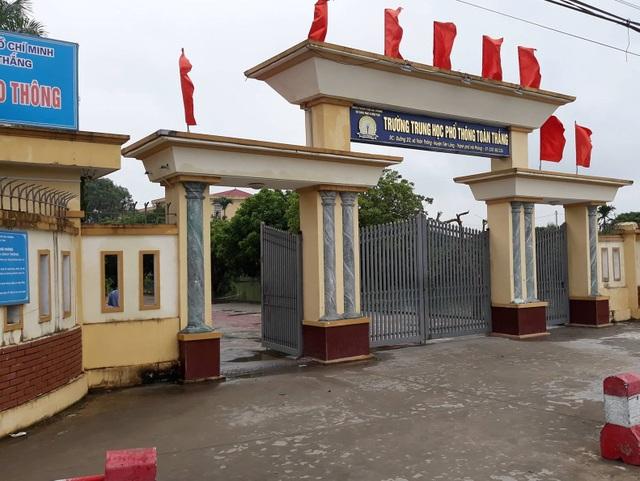 Nữ sinh lớp 12 trường THPT Toàn Thắng bị bạn cùng khối đánh đã đi học trở lại (ảnh CTV)