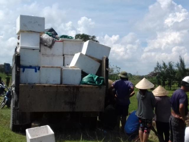 Hàng chục người dân vây bắt xe chở thực phẩm hôi thối - 5