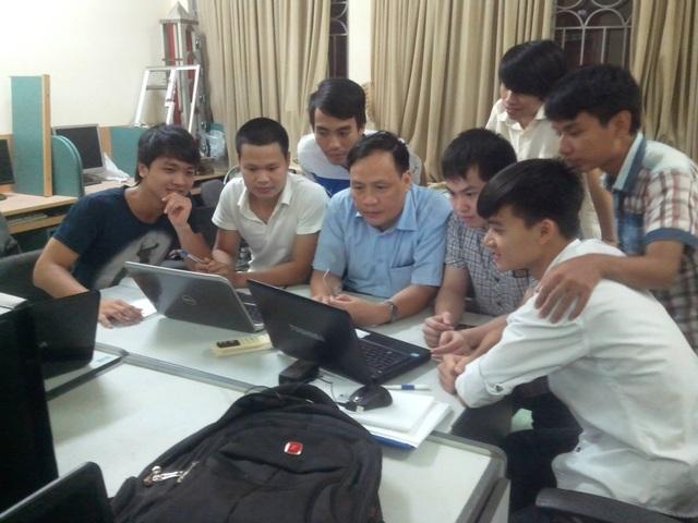GS. Nguyễn Đình Đức truyền đạt kiến thức và tình yêu nghề nghiệp cho học trò