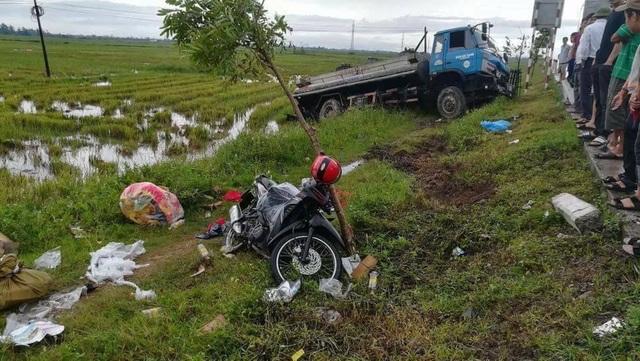 Hiện trường vụ tai nạn xe bồn đâm xe máy nữ tu Anna Trần Thị Phượng.