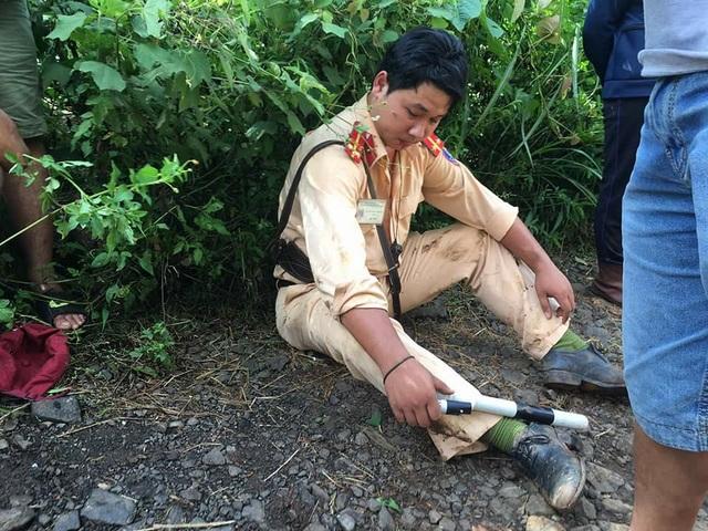 Trung úy Huỳnh Minh Thương bị thương vì bị các đối tượng đánh