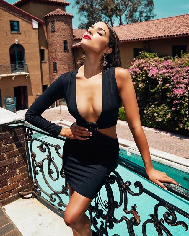 Olivia Culpo thường xuyên chia sẻ những hình ảnh gợi cảm trên trang cá nhân