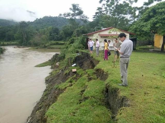 Dòng suối Nậm Căn sau cơn mưa lớn đã gây xói lở rất lớn.