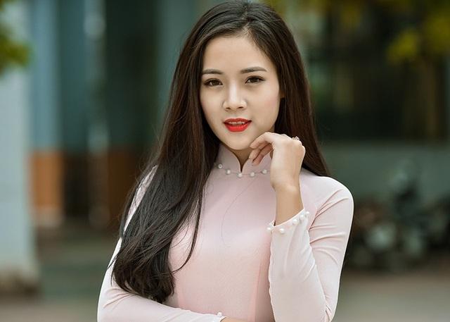 Nữ sinh Điện lực từng đoạt Giải Tài năng Hoa khôi sinh viên Hà Nội, Hoa khôi Đại sứ thương hiệu mỹ phẩm.