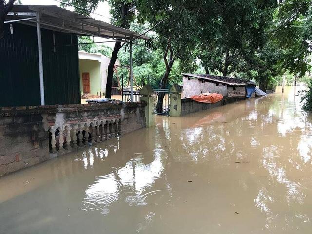 Mưa lớn gây ngập nặng ở Nghệ An